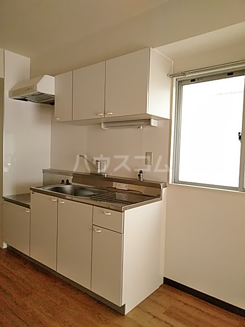 康伸ビル 505号室のキッチン