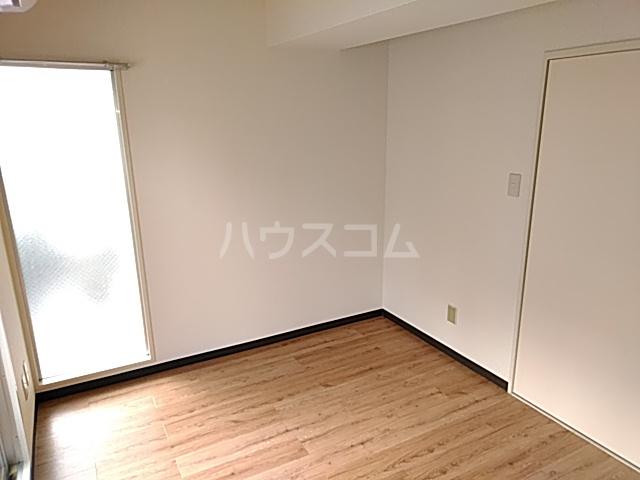 康伸ビル 505号室のベッドルーム