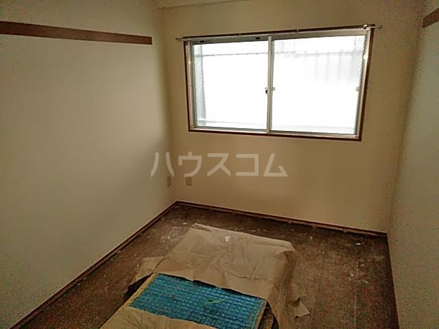 康伸ビル 505号室の居室