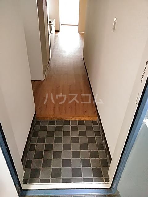 康伸ビル 505号室の玄関