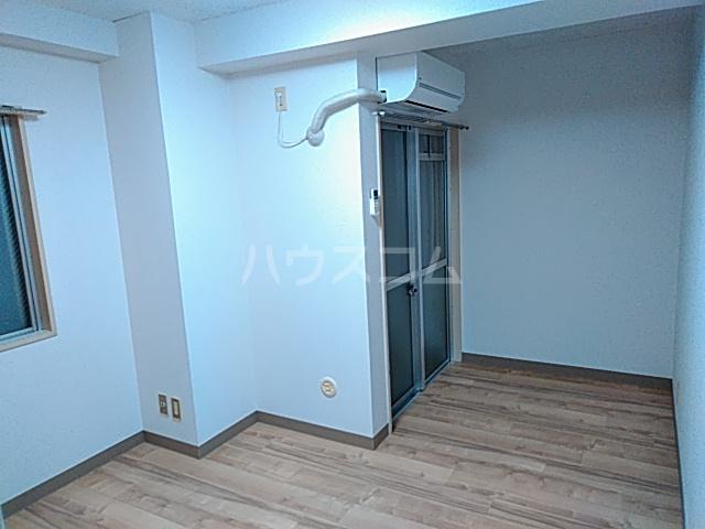 長秀ビル 301号室のベッドルーム