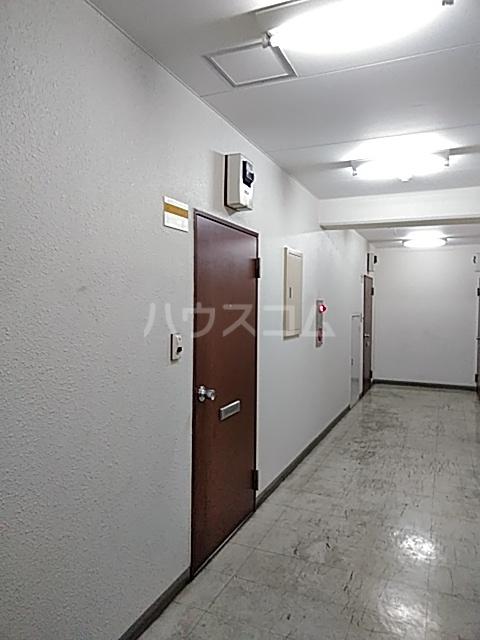 長秀ビル 301号室のエントランス