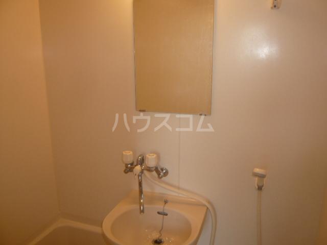 サンイング鎌倉 102号室の洗面所