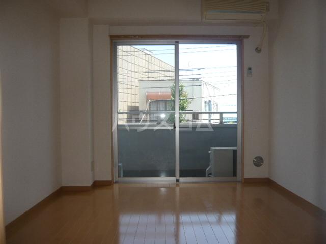 サンイング鎌倉 102号室のリビング