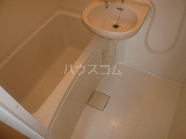 サンイング鎌倉 102号室の風呂