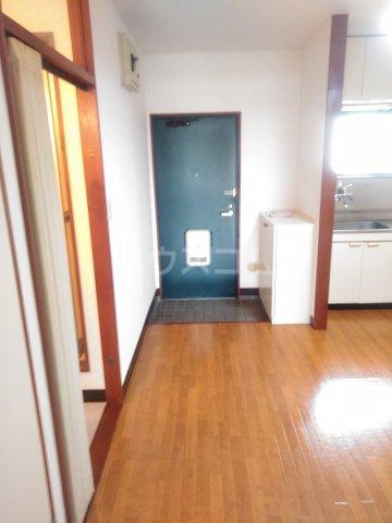 アステール高砂 205号室の玄関