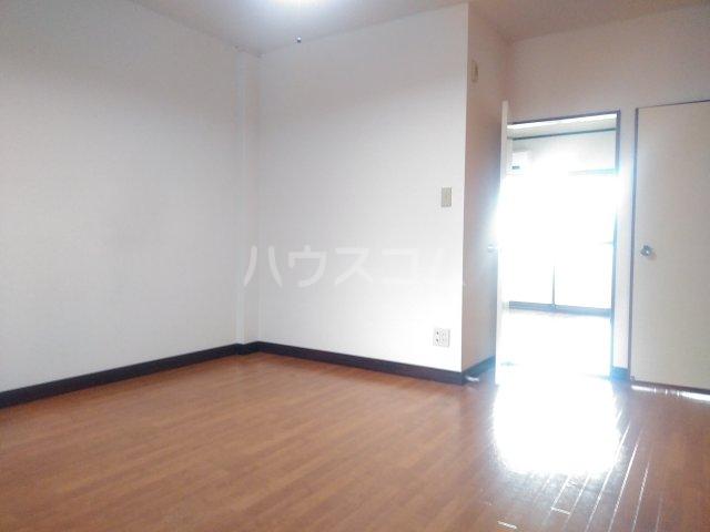 アステール高砂 205号室の居室
