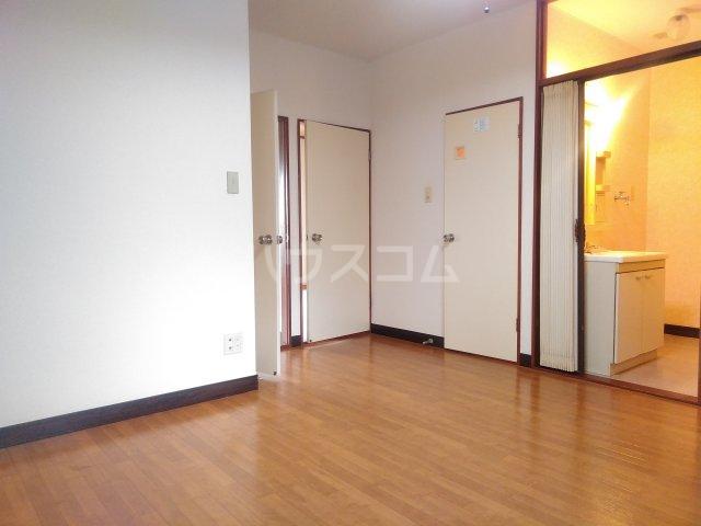 アステール高砂 205号室のリビング