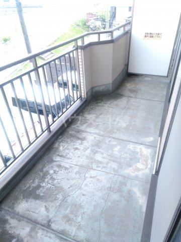 アステール高砂 205号室のバルコニー