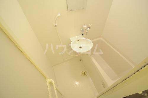 レオパレスメルベーユ原宿 204号室の洗面所