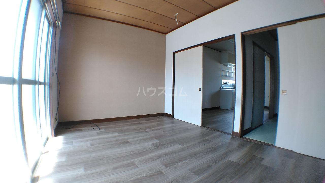石田マンション 202号室のリビング