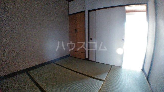 石田マンション 202号室の居室