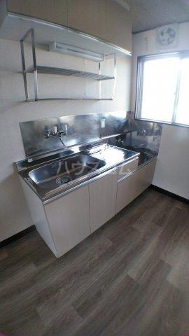 石田マンション 202号室のキッチン