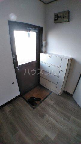 石田マンション 202号室の玄関