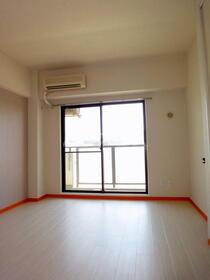 シャンポール梅澤 302号室の居室