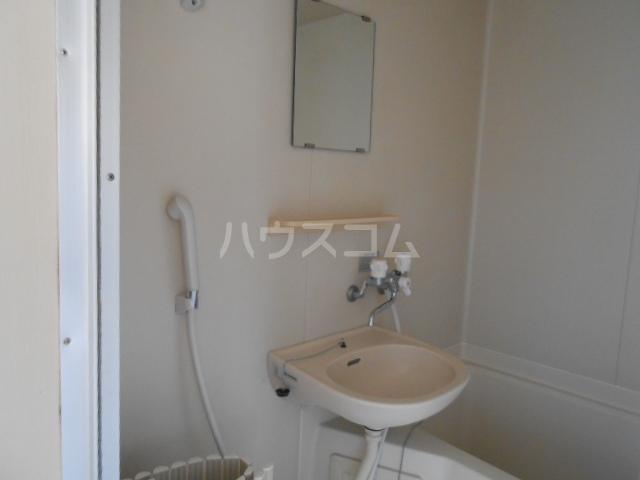 プリズムアピア 101号室の洗面所