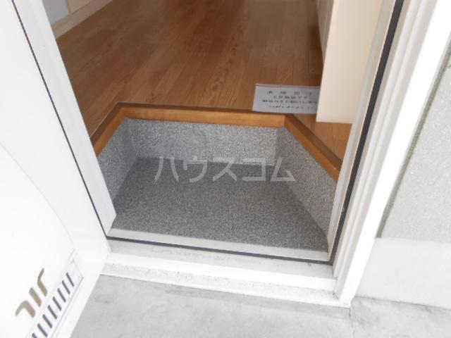 プリズムアピア 101号室の玄関