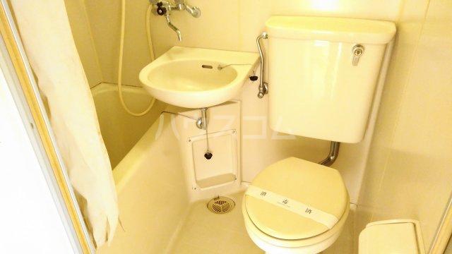 サンパールヒルズ 202号室の洗面所