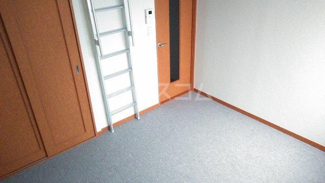 レオパレスウェール 205号室の居室