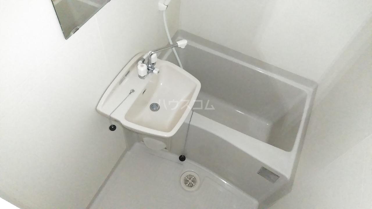 レオパレスウェール 205号室の風呂