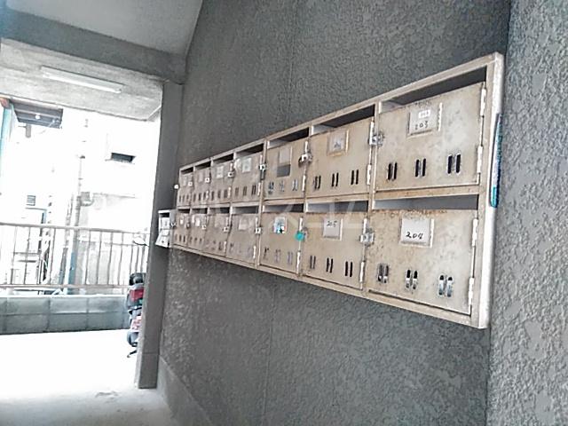 鎌倉スカイマンション 302号室のエントランス