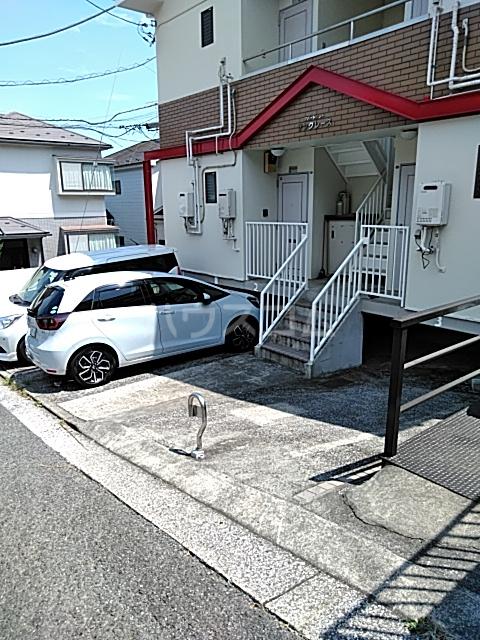 サングレース 102号室の駐車場