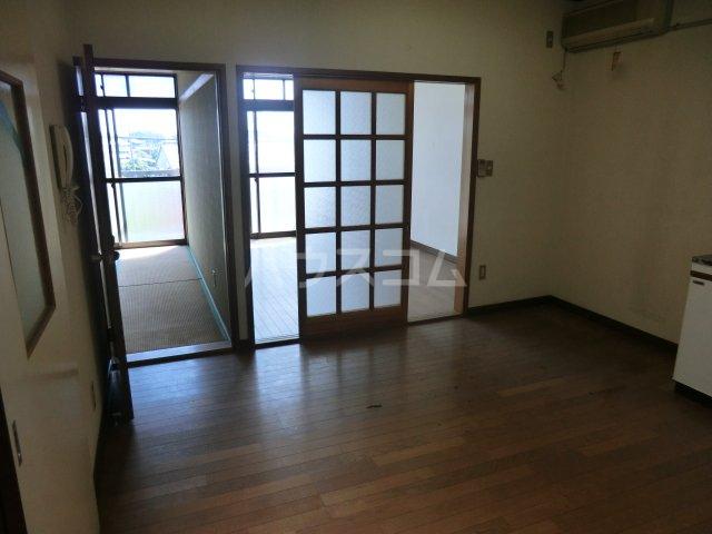 オオツキアパート 302号室のリビング