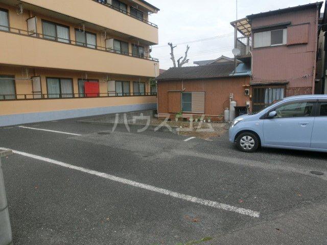 コーポハマ氷川 202号室の駐車場