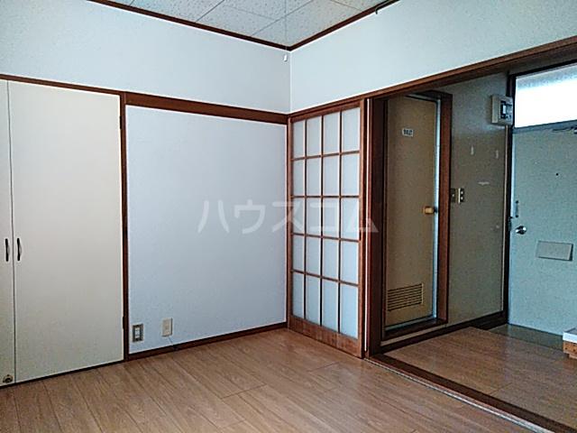 フラットハラ1 202号室のベッドルーム