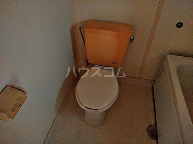フラットハラ1 202号室のトイレ