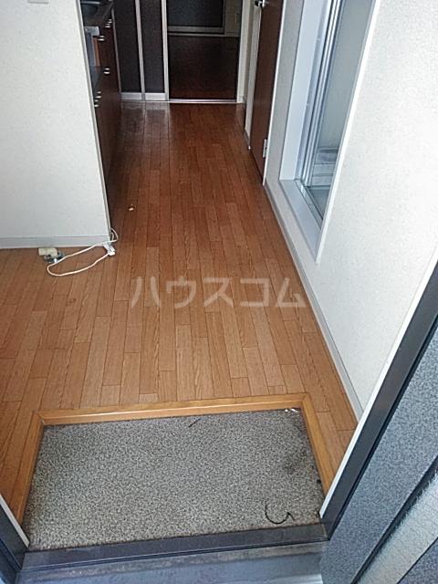 マウイハウス 202号室の玄関