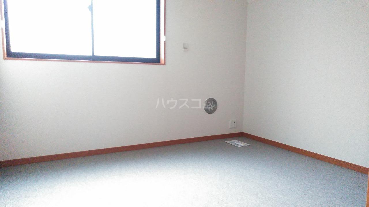 レオパレスウェール 301号室の居室