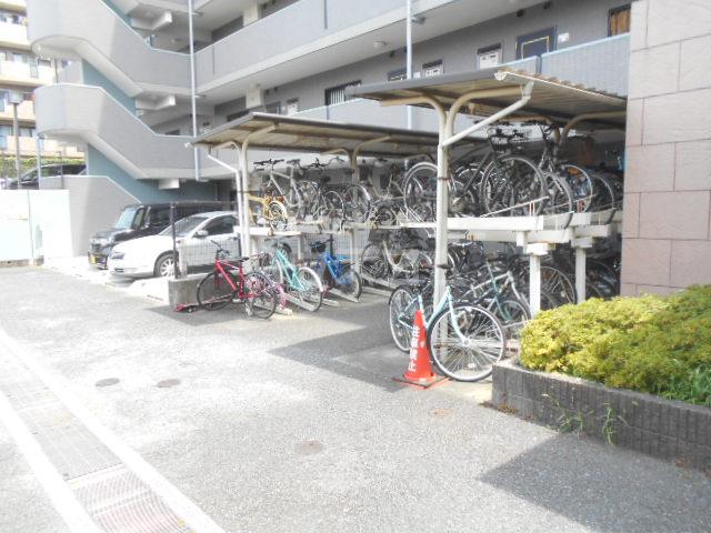 藤ロイヤル 411号室の駐車場