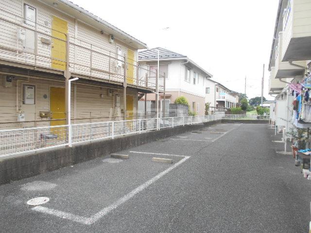 ヴィラネル東姫宮A 201号室の駐車場
