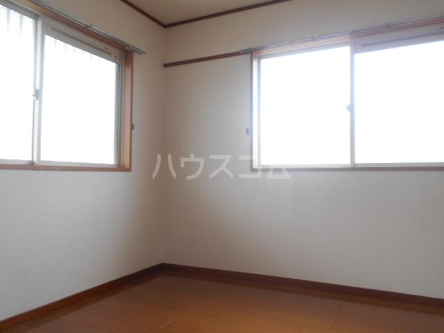 ヴィラネル東姫宮A 201号室のリビング
