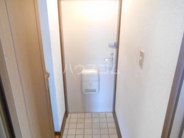 ヴィラネル東姫宮A 201号室の玄関