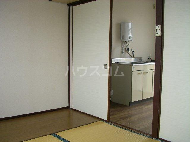 コブチコーポ 206号室の居室