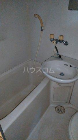 ロイヤルハイツ杉山 205号室の風呂