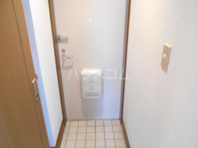 ヴィラネル東姫宮B 201号室の玄関