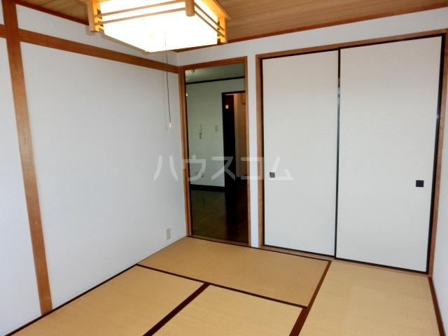 ブルースカイサニークレスト 305号室の居室