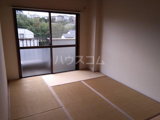 グランベールヨシミ 302号室のベッドルーム
