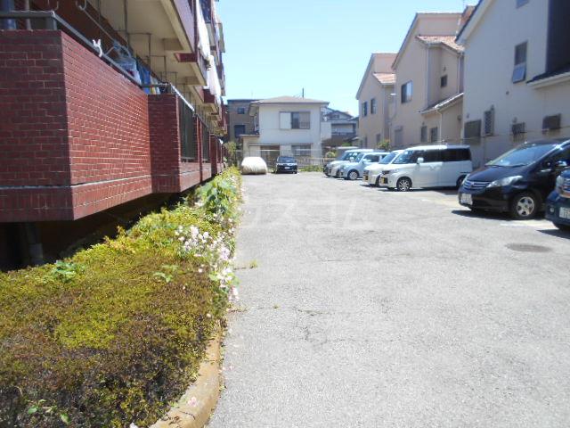 メゾンサンパーク 105号室の駐車場