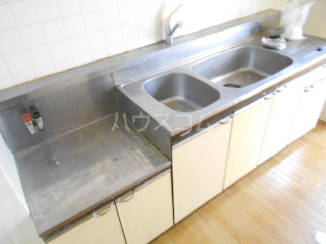 メゾンサンパーク 105号室のキッチン