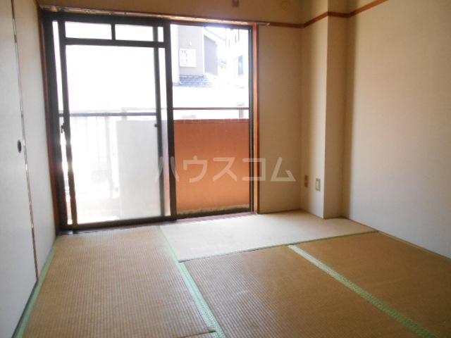 メゾンサンパーク 105号室の居室