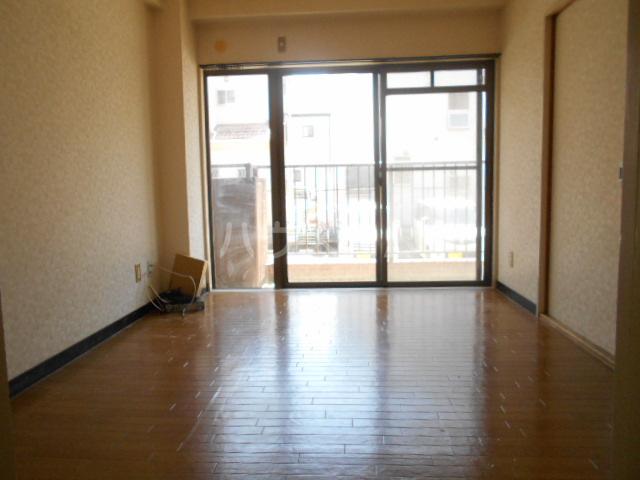 メゾンサンパーク 105号室のリビング