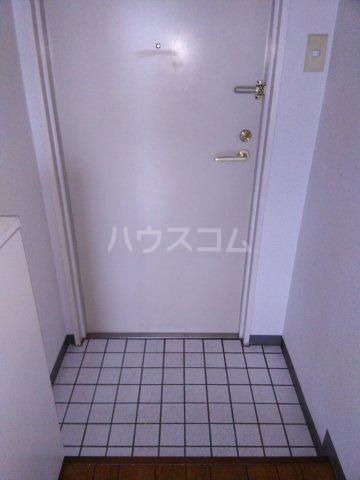 第二パーク越谷 301号室の玄関