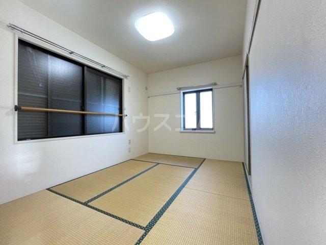 第8メゾン坂巻 201号室の居室