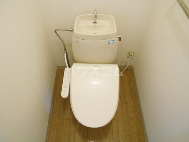 第8メゾン坂巻 201号室のトイレ