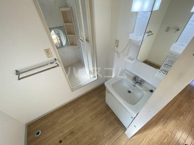 第8メゾン坂巻 201号室の洗面所