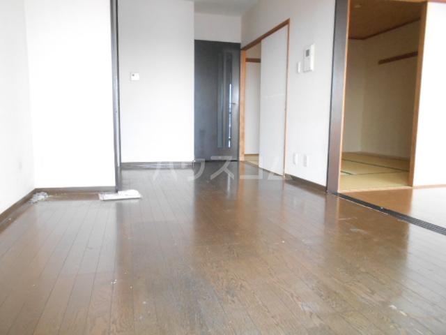 ライオンズマンション春日部第6 1205号室のリビング